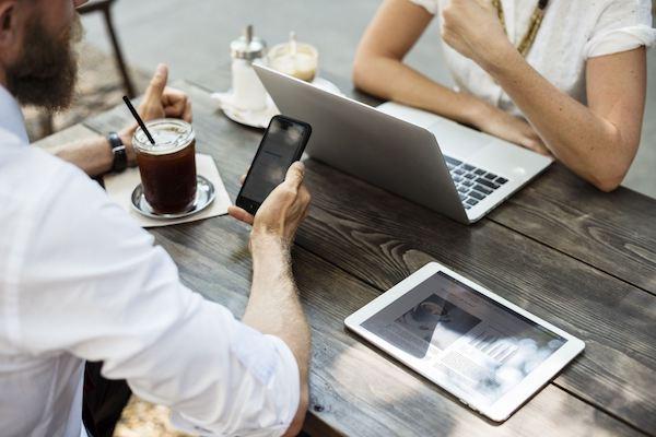 Cómo potenciar tus redes de contactos laborales