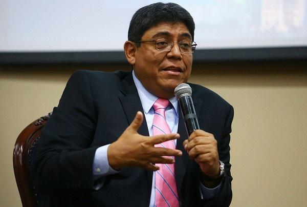 """Elmer Cuba: """"Perú está en una deriva institucional"""""""
