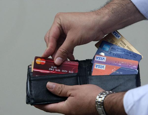 ¿Por qué no pagar la tarjeta de crédito con otra tarjeta?