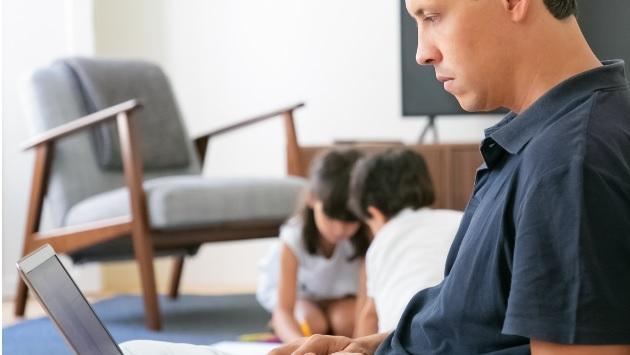 ¿Cómo conciliar el teletrabajo y la vida de padres?