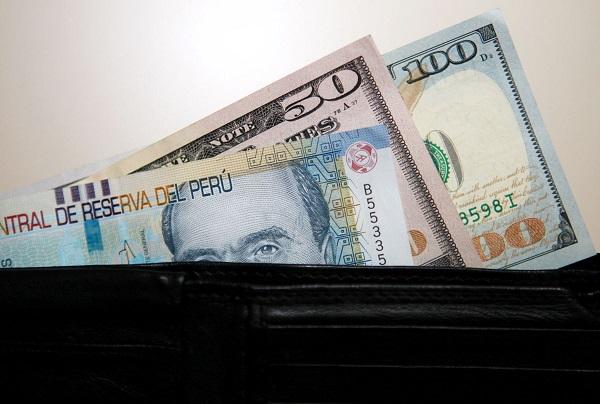 ¿Debo prestarle dinero a un amigo?