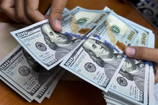 ¿Qué beneficios obtienen las empresas de cambiar dólares por internet?