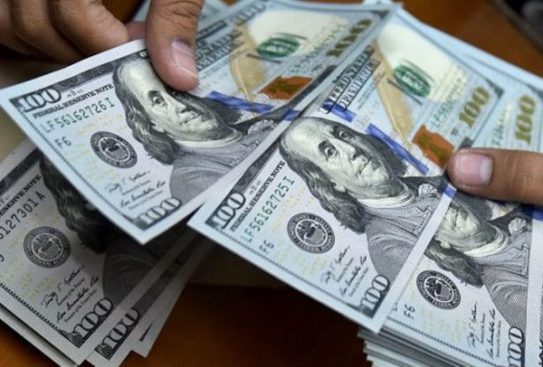 ¿Debería cambiar mis ahorros a dólares?