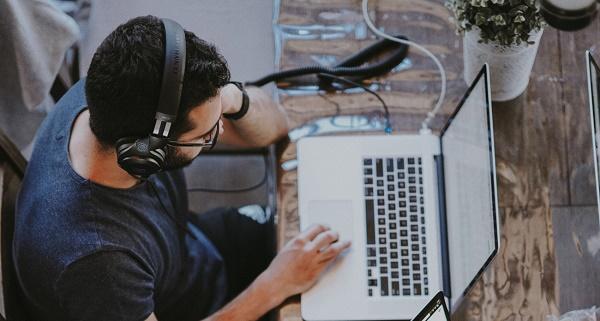 Trabajar con música: ¿incentivo o distractor?