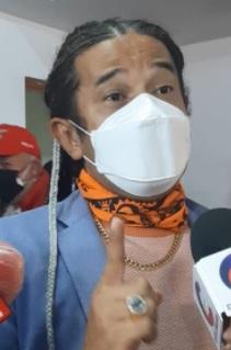 Reynaldo Dos Santos, vidente farandulero.